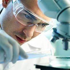 Stilvi Καινοτομία - Επιστήμονας στο μικροσκόπιο